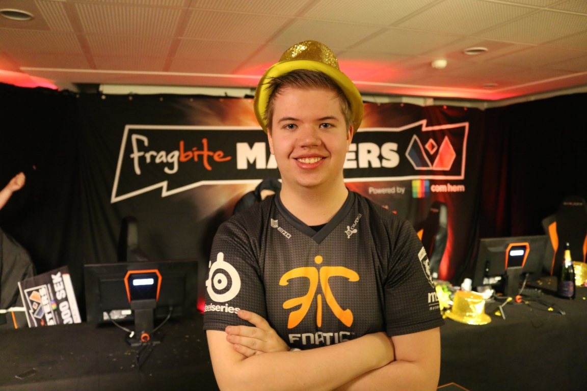 JW wearing a gold hat at Fragbite Masters.