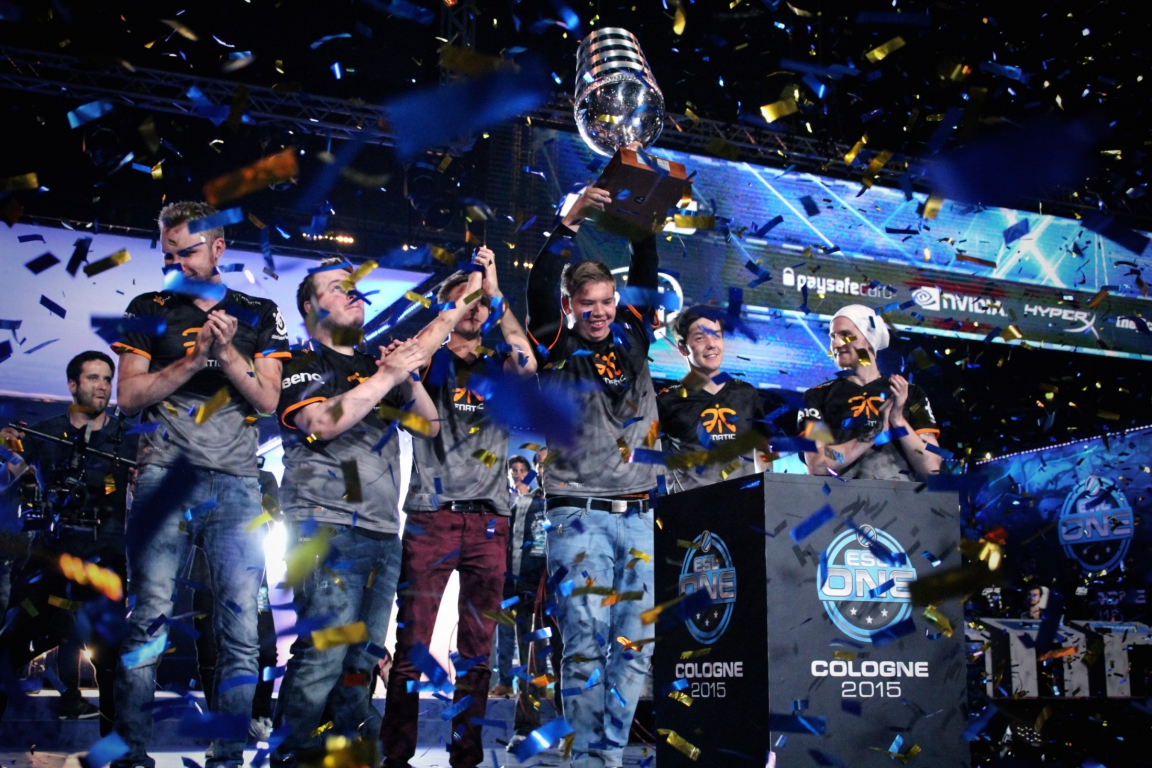 JW of Fnatic lifts the trophy at ESL One Cologne
