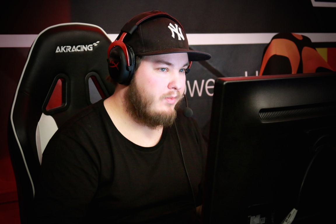 flusha from Godsent, playing for Fnatic in the picture.