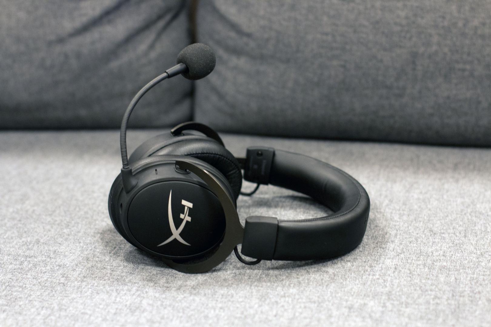 Att hörlurarna varken har ljussättning eller en massa synliga knappar är  perfekt för den som önskar använda headsetet till mobilen när man är på  språng 5936a370bc913