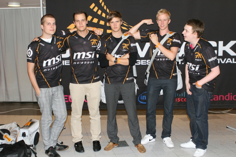 f0rest, Gux, dsn, cArn and GeT_RiGhT at WCG 2009