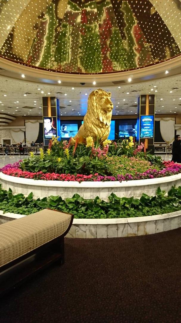Det ståtliga MGM-lejonet vaktar entrén till hotellet