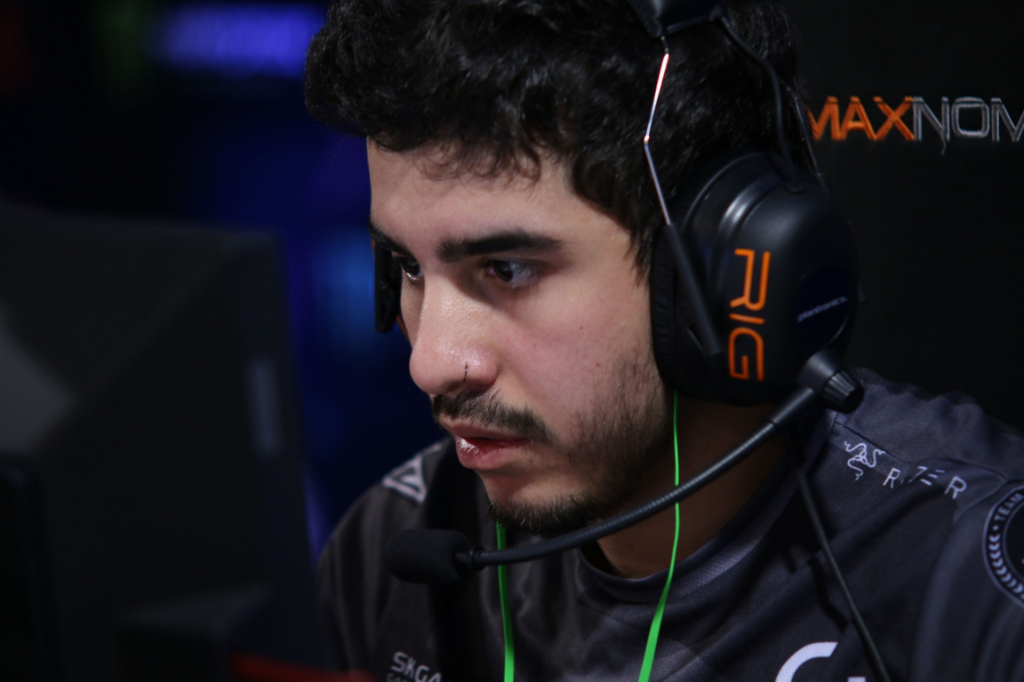 "Marcelo ""coldzera"" David finished the first half with an incredible performance (20-7; ADR: 145)"